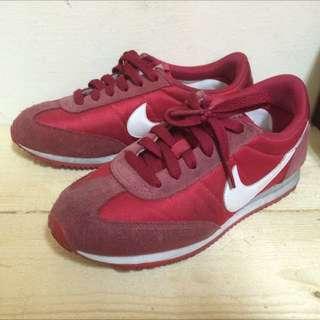 Nike 麂皮紅色拼接阿甘鞋