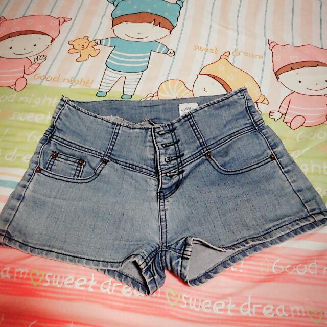高腰四排扣牛仔短褲