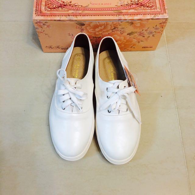 珠光亮皮質小白鞋