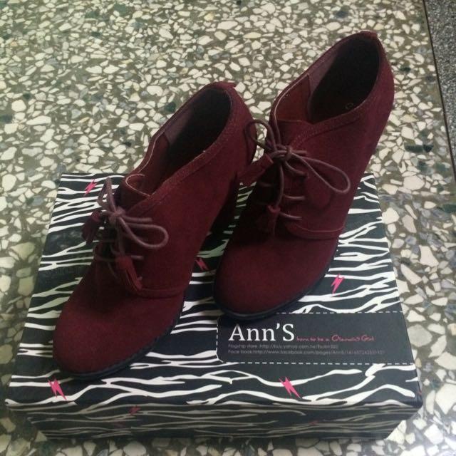 Ann'S流蘇蝴蝶結麂皮酒紅包裸靴