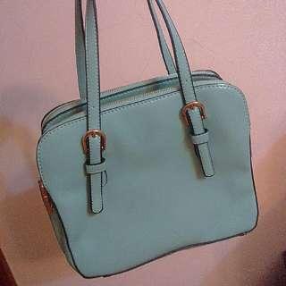◆ Tiffany綠質感方型手提包
