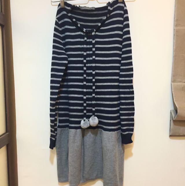 專櫃8happy。珍織條紋連帽洋裝。藍灰色