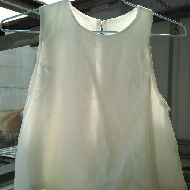 白色短上衣