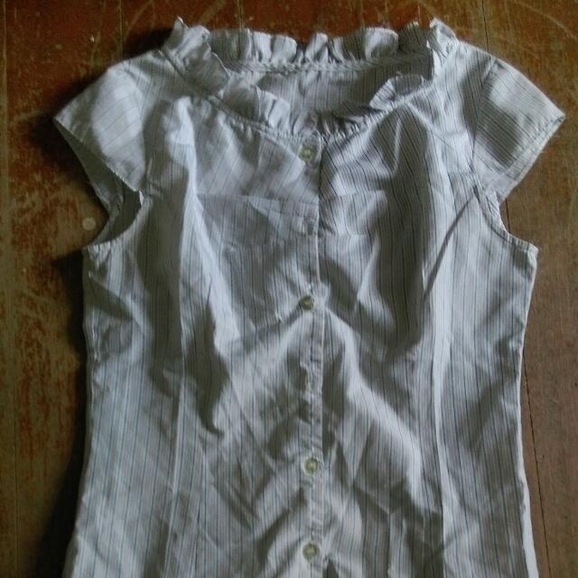 白色直條襯衫
