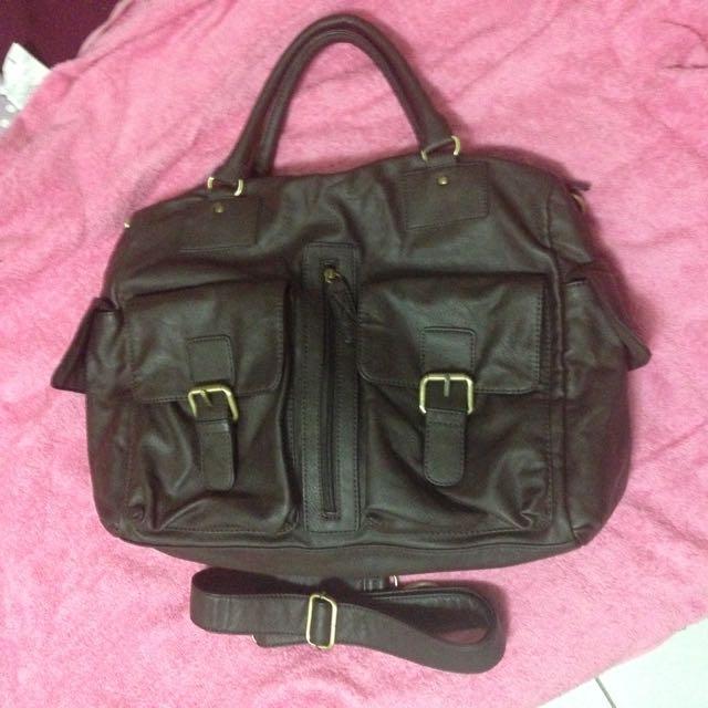 大出清 只背過一次的sprit咖啡色皮革軟包側背包書包 超大容量 男女都可用