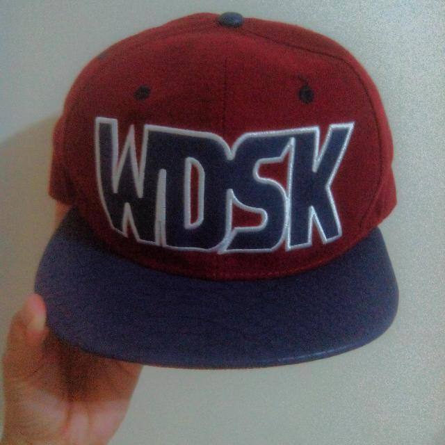 WDSK酒紅鱷魚皮質感帽