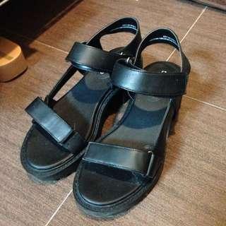 🎈H&M黑色時髦厚底涼鞋