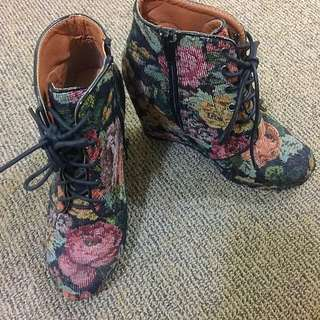 💋Rubi Wedges Boots In Vintage Flower