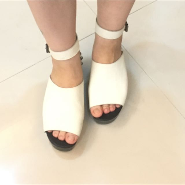 庫存瑕疵鞋 古著 韓風真皮白色羅馬涼鞋 39號