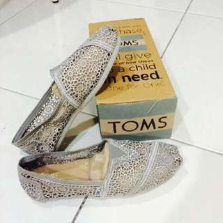 (含運)Toms 簍空蕾絲款 灰色