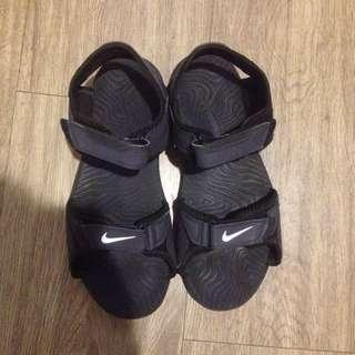 nike 黑色涼鞋