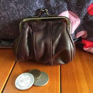 👛 珠扣式咖啡色零錢包