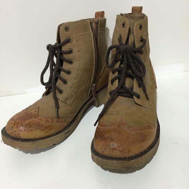 咖啡色短靴