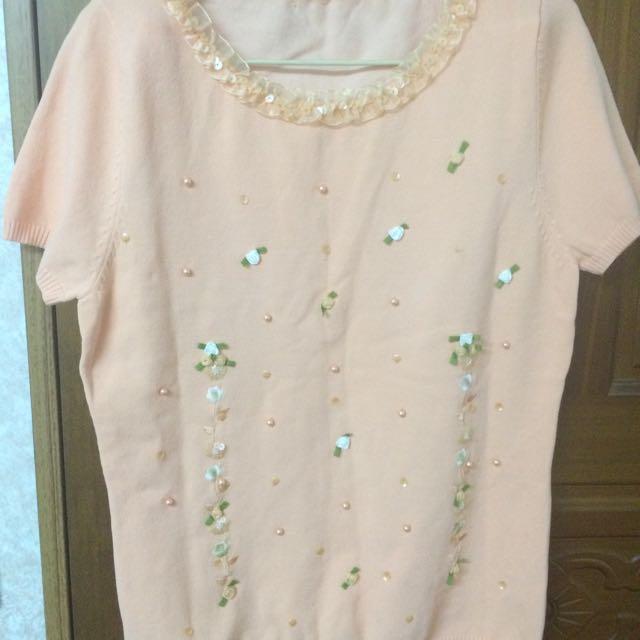 粉色花花點綴針織上衣
