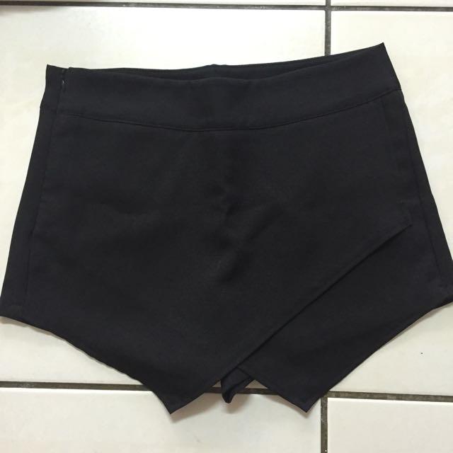 全新✨黑色不規則短褲