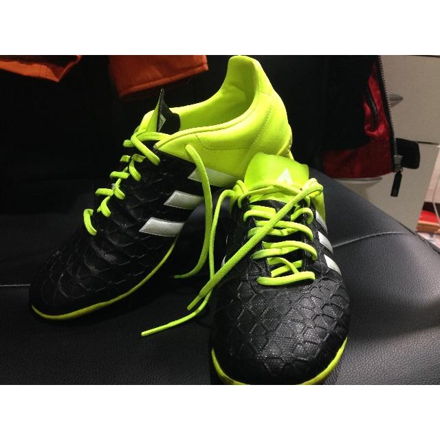 二手愛迪達平底足球鞋 US9