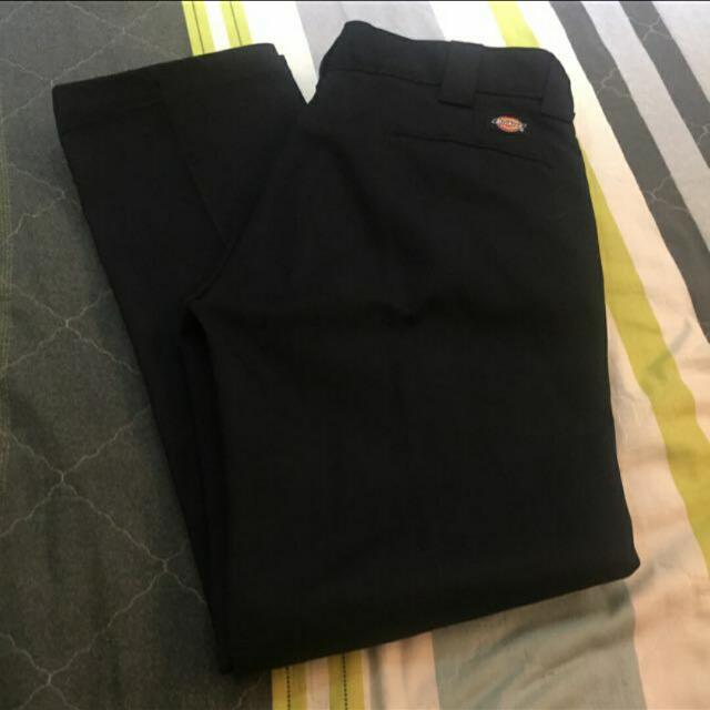 全新的Dickies 黑色硬挺全黑直筒褲 顯瘦 突顯身材 實體店面買得 因瘦下來穿不下 32~34可以穿 大腿壯的也不怕喔