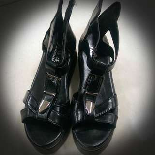 (2手) 穿過一次 不適合忍心轉讓 厚底拉鍊t字鞋 古著復古個性 龐克 潮 尺寸24.5