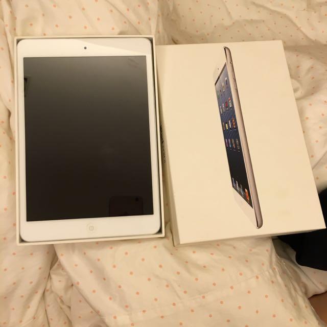 9.5成新 Ipad Mini 32G 銀色 Wifi版