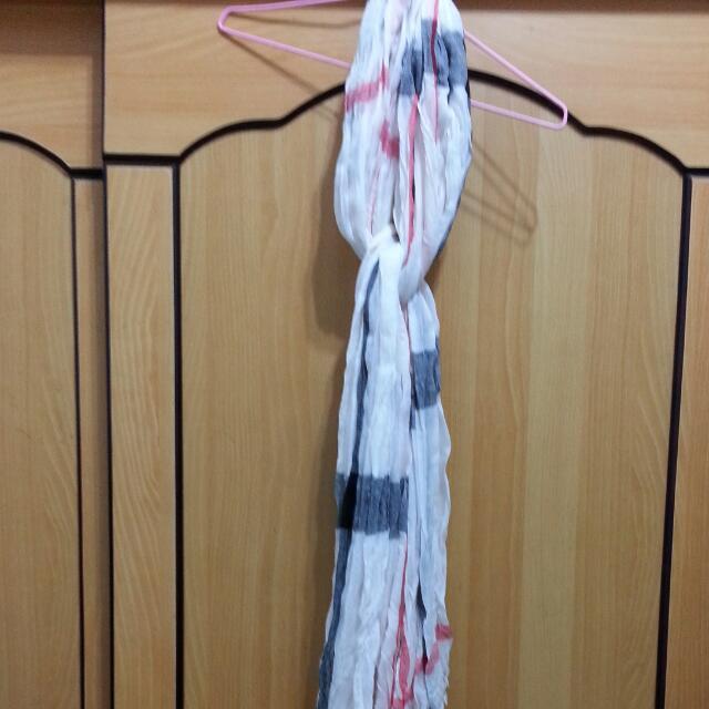 紅白黑格紋圍巾