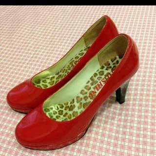 大紅色高跟鞋