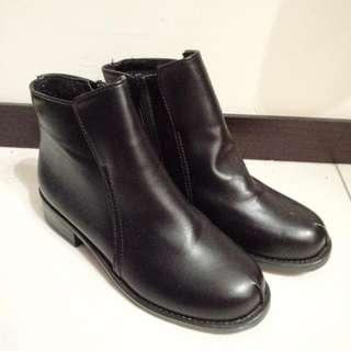 低跟中筒鞋