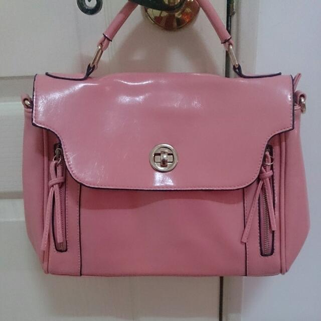 粉色皮質包包