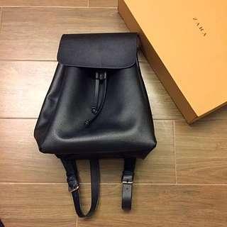 9.5成新 15秋冬 ZARA 黑皮革翻蓋後背包  背帶可調整