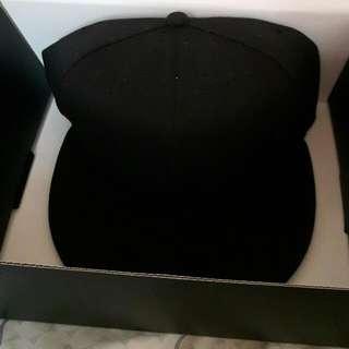 (近全新)黑色棒球帽