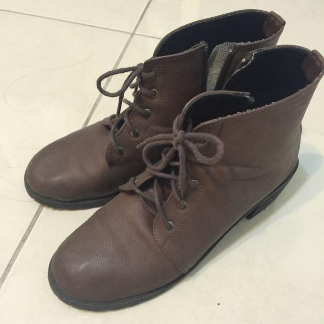 咖啡色綁帶低跟靴
