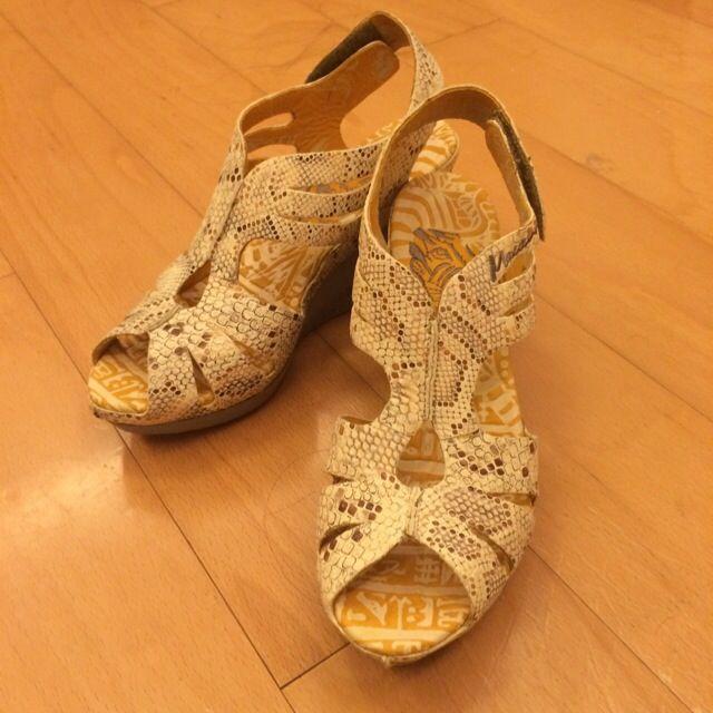 麥坎納 全新蛇紋米色涼鞋
