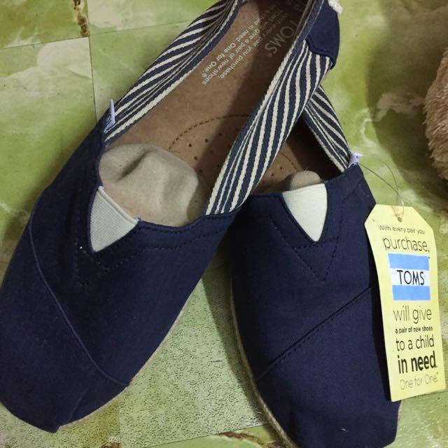 TOMS 男鞋素面條紋款