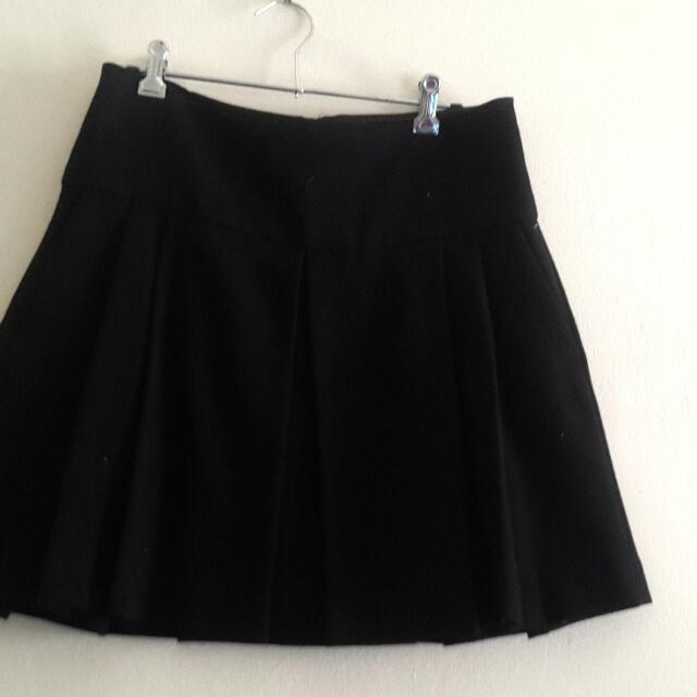 Zara Pleat Skirt With Pocket Size L