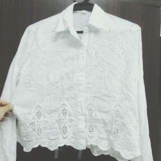 白色短版襯衫 下擺雕花設計 ✨