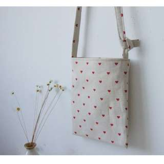 HUNG :: 側背手工縫製愛心小包包