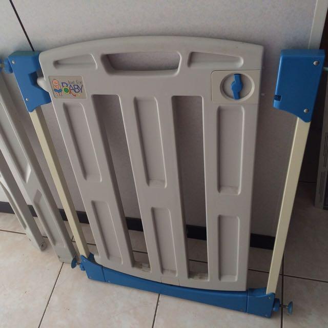 《 Baby安全門》幼兒安全自動上鎖門欄/寵物柵欄(贈兩片延伸)