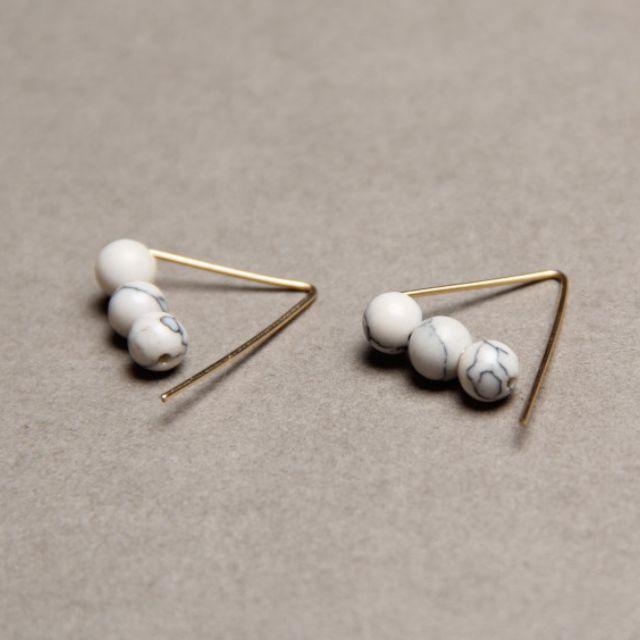 ◆Hasna◆秋冬白色質感大理石紋金色三角幾何造型耳環一對