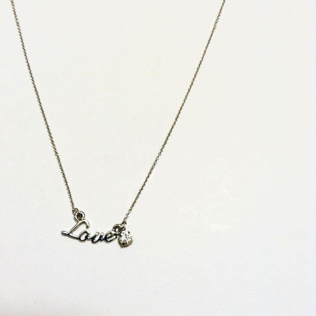 LOVE字樣小水鑽鎖骨鍊