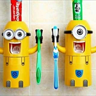 小小兵 自動擠牙膏器 (雙眼的呦)