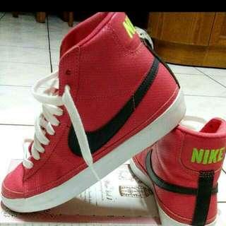 Nike女高統板鞋 24
