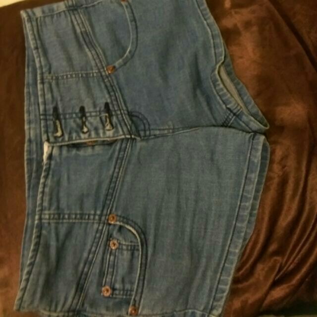 三孔淺藍牛仔短褲#兩百元短褲