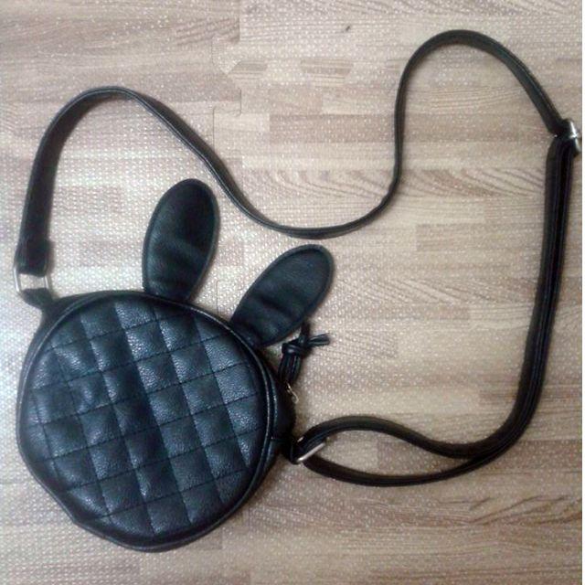 黑色格菱紋兔耳側背小圓包