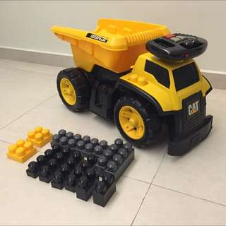 Caterpillar Mega Bloks 3-in-1 Ride-on Dump Truck