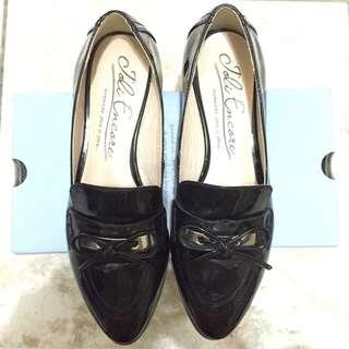 黑色漆皮鞋