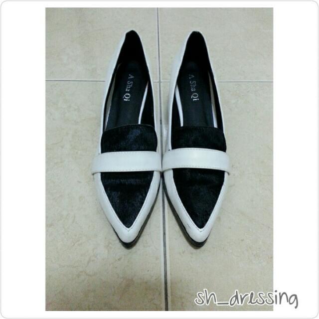 氣質尖頭黑白配色跟鞋