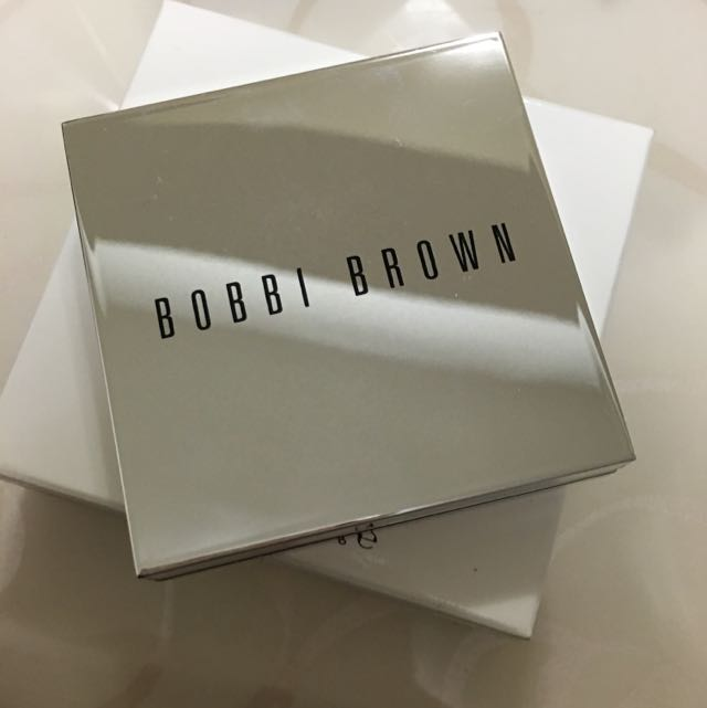 Bobbi Brown 晶幻瞬白蜜粉餅