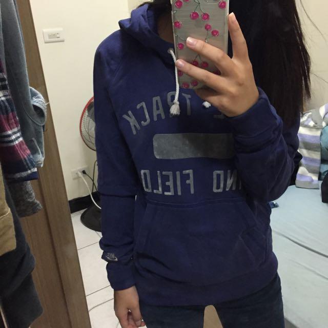 Nike帽T深紫色