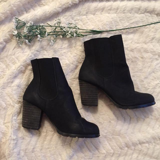 Size 8 Black Matte Chelsea Boots
