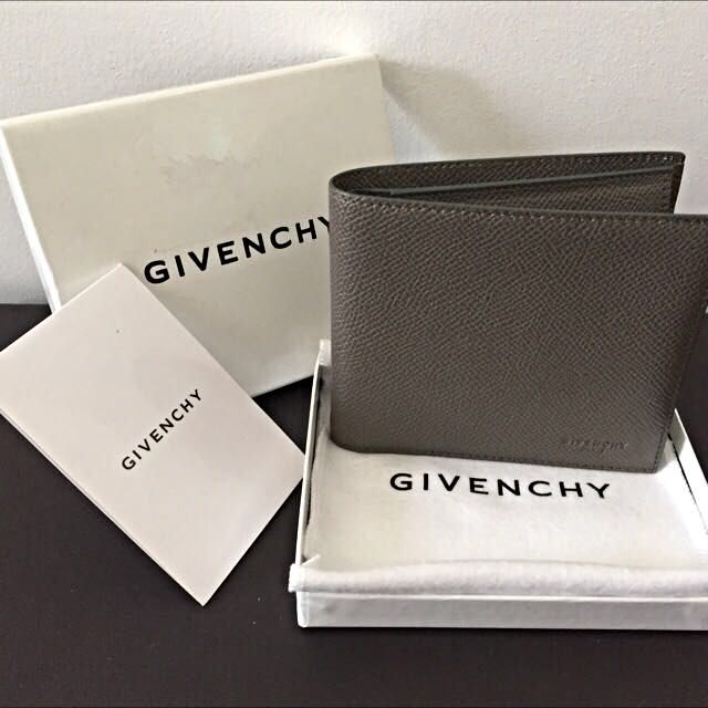 Unused  Authentic Givenchy Men s Classic