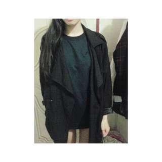 黑色大衣外套